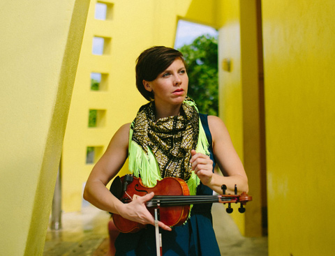Concours : gagnez 1 invitation pour 2 personnes au concert de Sarah Neufeld au Batofar le 2 novembre!