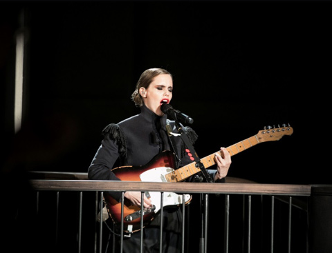 "ANNA CALVI - Nouvel EP : ""Live For Burberry"""
