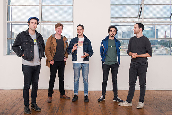 ROLLING BLACKOUTS COASTAL FEVER – « Talking Straight »