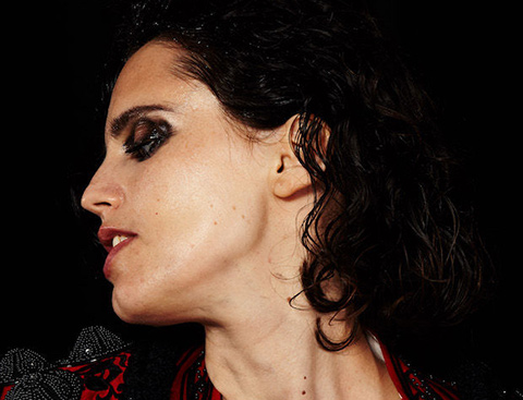 "ANNA CALVI - ""Hunter"" : Nouvel album le 31 août !"
