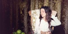 """Jesca Hoop dévoile la vidéo de """"Red White And Black"""""""
