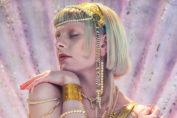 """Aurora dévoile le superbe """"Exist For Love"""""""